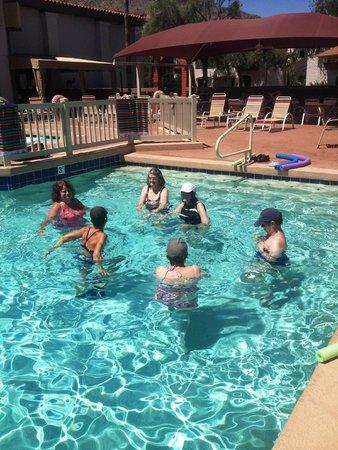 Scottsdale Camelback Resort: Water aerobics class
