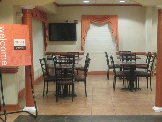 Comfort Inn & Suites Chipley: Breakfast Nook Seating