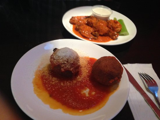 New York City Pizza: Large, delicious rice balls and wings