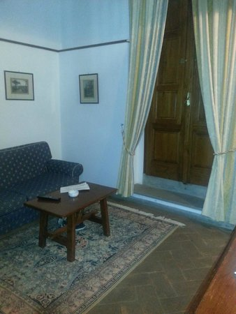 Hotel Palazzo Squarcialupi : Sitting area in room