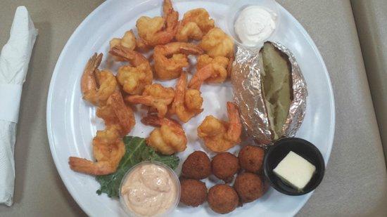 Iguanas Seafood Restaurant: Big helping of fried shrimp