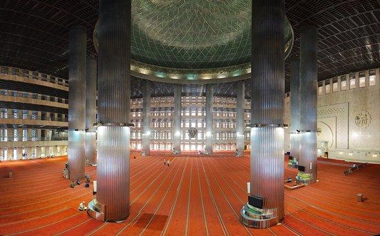 Istiqlal-Moschee (Unabhängigkeitsmoschee): Panoramic Interior Landscape