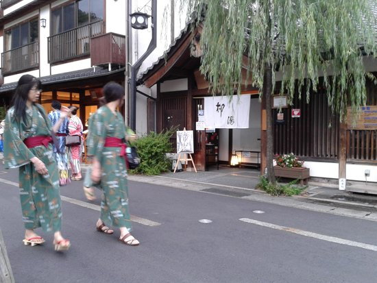 Kinosaki Onsen: Strolling through town