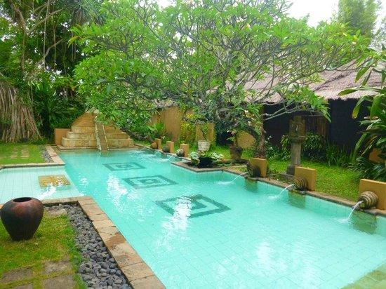 kaMAYA Resort and Villas: resort pool