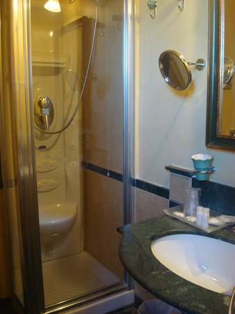 Hotel Vecchio Borgo: Baño