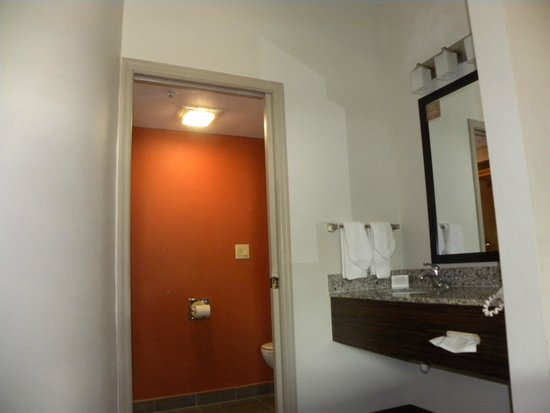 Sleep Inn : Small vanity area