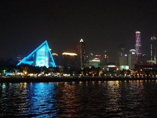 Xinghai Concert Hall : На фоне Нового города