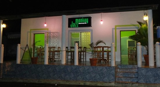 Jazz Monkey Fusion Lounge and Bar: Catch a glimpse of Moyogalpa's busiest street and people's daily runs.
