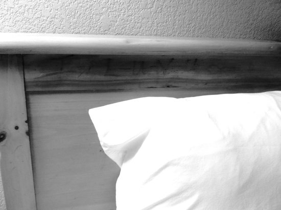 Days Inn & Suites by Wyndham Starkville : Stuff written in the headboards