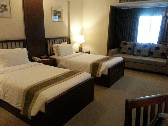 Suriwongse Hotel : Deluxe twin room