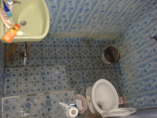 Kuta Bay Homestay: bathroom