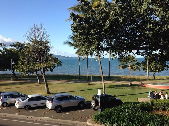 Waters Edge The Strand: View to magnetic Island