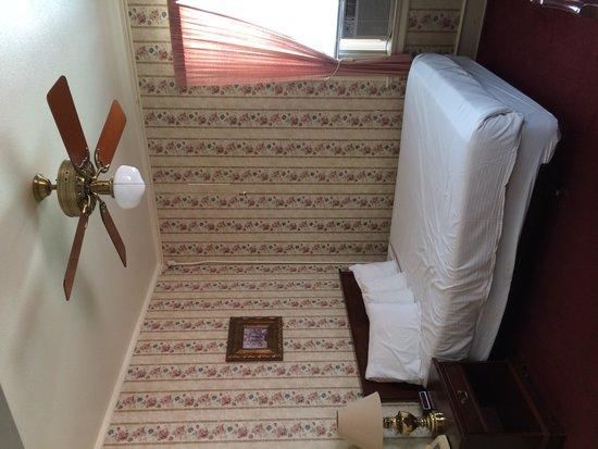 Copper Queen Hotel: Room