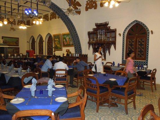 Bundelkhand Riverside: Restaurant