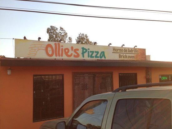 Ollie's Brick Oven Pizza: Exterior just off the 1