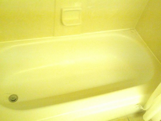 Hampton Inn Taos : bathtub