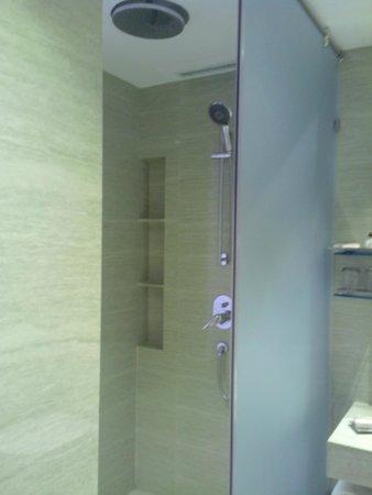 The Resort: fun shower standard room
