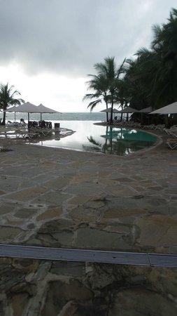 Kole Kole - Baobab Resort Diani : infinity pool early in the morning