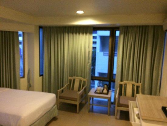 Sunshine Hotel & Residences: room 702