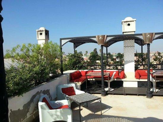 Dar Doukkala: La terrasse confortable avec vue sur Marrakech