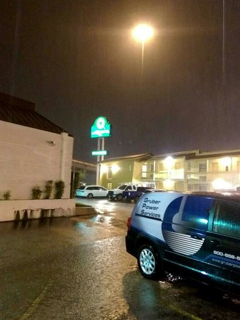 La Quinta Inn Austin University Area : Parking lot during rain storm in Sept
