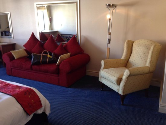 Cape Town Lodge: Ample seating. Large room