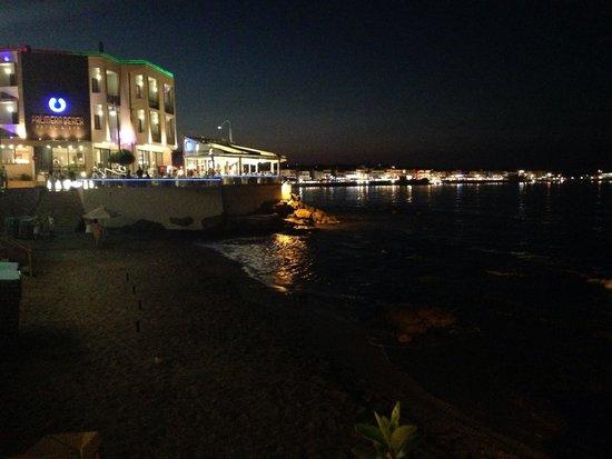 Palmera Beach Hotel : Hotel & Strand bei Nacht