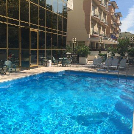 Hotel Diplomat Palace: Бассейн