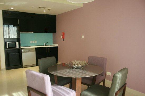 Ramada Hotel and Suites by Wyndham Dubai JBR: Kitchen