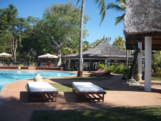 VOI Amarina Resort: Il bar centrale e la piscina