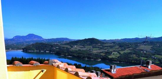 B&B Borgo Massovrana: Vista del Lago di Suviana