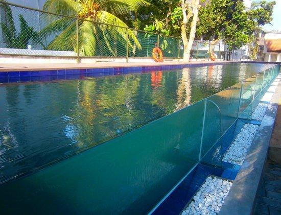 Calamander Unawatuna Beach: Glass fronted lap pool
