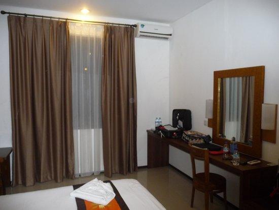 دليما هوتل آند فيلاز: Well furnished room with good wifi and cold aircon