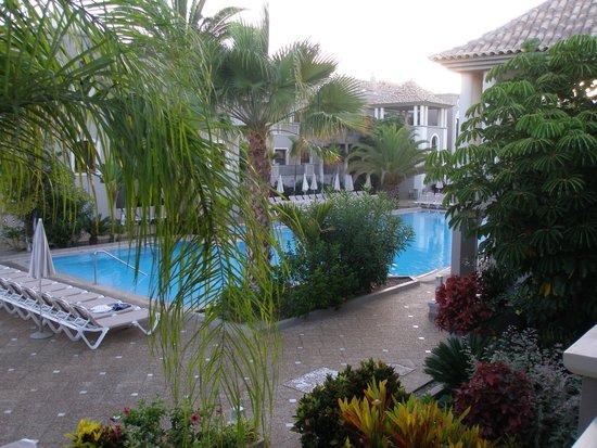 هوتل ماريلانزا سويتس آند سبا: Вид на бассейн
