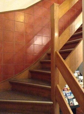 Flandria Hotel: Steep staircase.