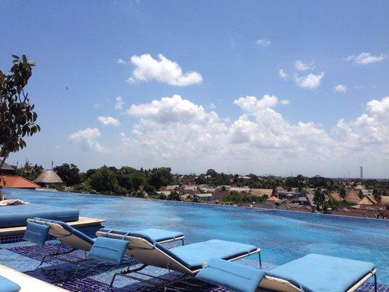 TS Suites Leisure Seminyak Bali: The pool