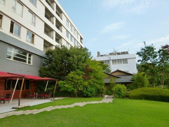 Bella Vista Spa & Marina Onomichi: keft view of hotel entrance