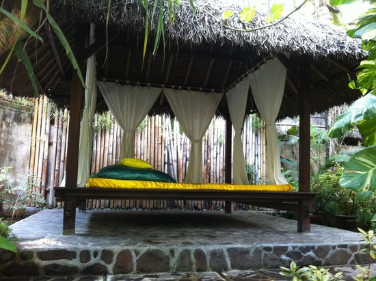 Villa Boreh Beach Resort and Spa Hotel: Relaxing bed near our room.