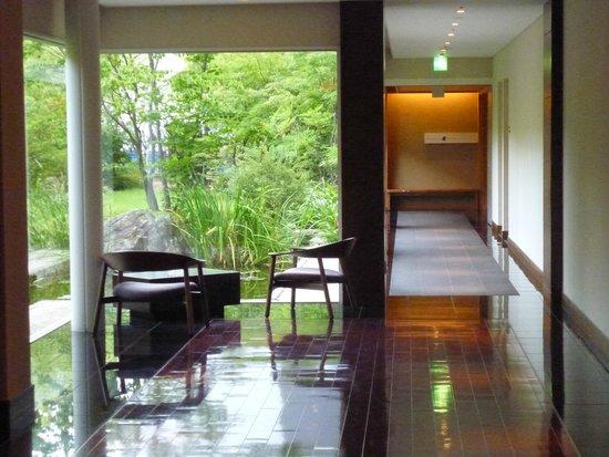 Bella Vista Spa & Marina Onomichi: path to japanese restaurant