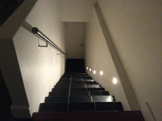 مور كوارترز هوتل: Stairs