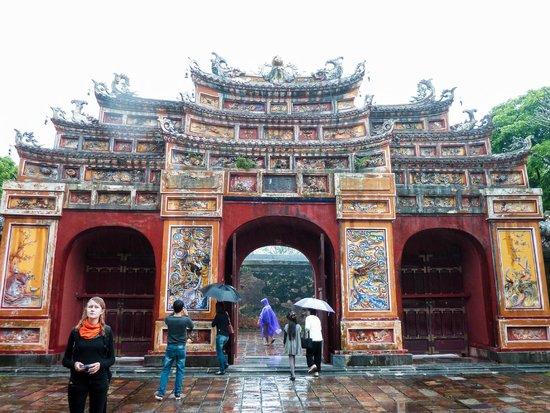 مدينة هيو الإمبراطورية (القلعة): Porte à l'intérieur de la cité
