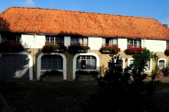 Najeti Hôtel Château Cléry : bijgebouw