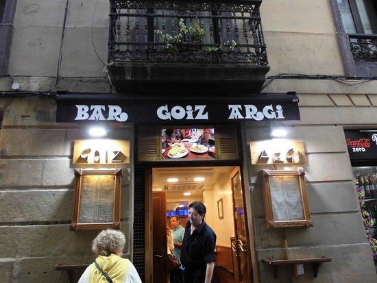 Bar Goiz Argi: お店入り口