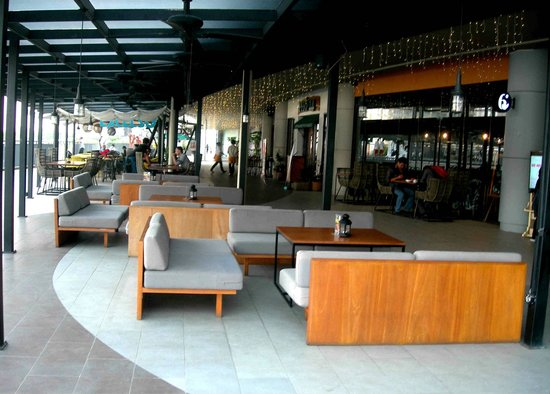 Live music performance at alfresco walk picture of mall alam alfresco walk east side mall alam sutera thecheapjerseys Image collections