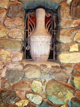Hotel Boutique Castillo Rojo: Decorative rustic items
