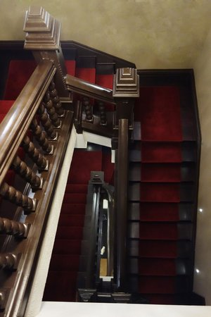 Hotel Boutique Castillo Rojo: The gorgeous original stairs