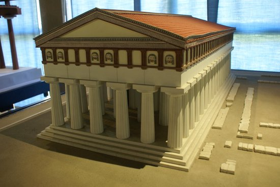 Museo Archeologico Regionale P. Orsi: Mock-up of the Athena temple (today Duomo)
