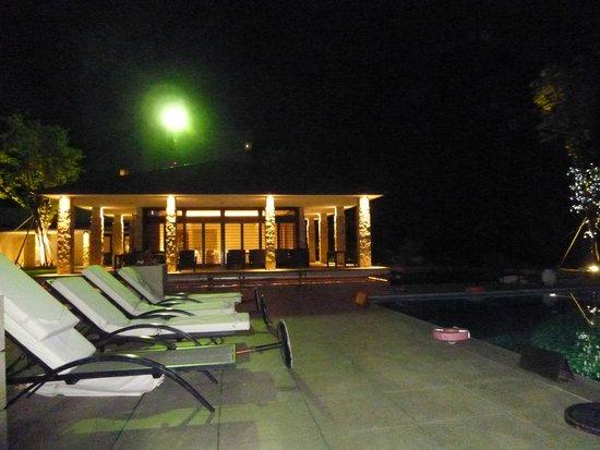 Bella Vista Spa & Marina Onomichi: from end of poolside looking at Italian restaurant