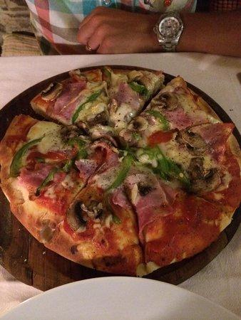 Camaron Restaurant: Pizza spéciale