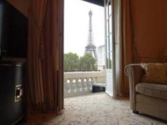 شانجريلا هوتل باريس: エッフェル塔も見えるお部屋もあります